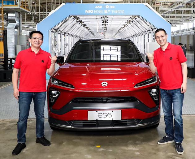 蔚来总裁秦力洪(左)和蔚来董事长兼CEO李斌