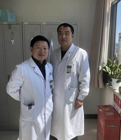 左侧医生 图片来源:王忠海提供