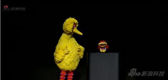 《芝麻街》主角大鸟和艾摩