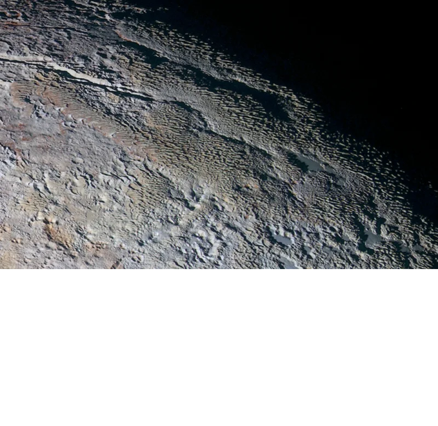"""3、高空拍攝冥王星表面刀刃狀地形,可能是冥王星早期甲烷以冰的形式在該星球表面聚積之後昇華的結果,從而形成這些鋒利的鋸齒狀特徵,它們類似於劍狀冰沉積物,被稱為""""冰釘"""",這樣的冰釘結構也存在於地球安第斯山脈頂部。"""
