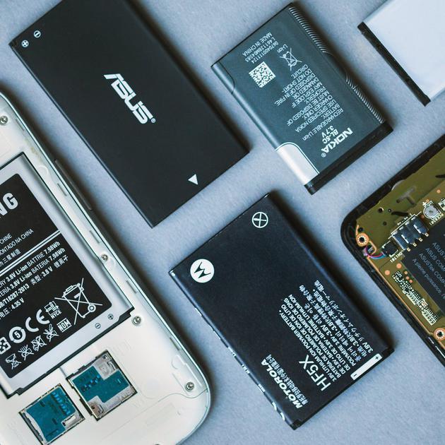 没法给手机换电池,怎么就变成一件理所当然的事了?