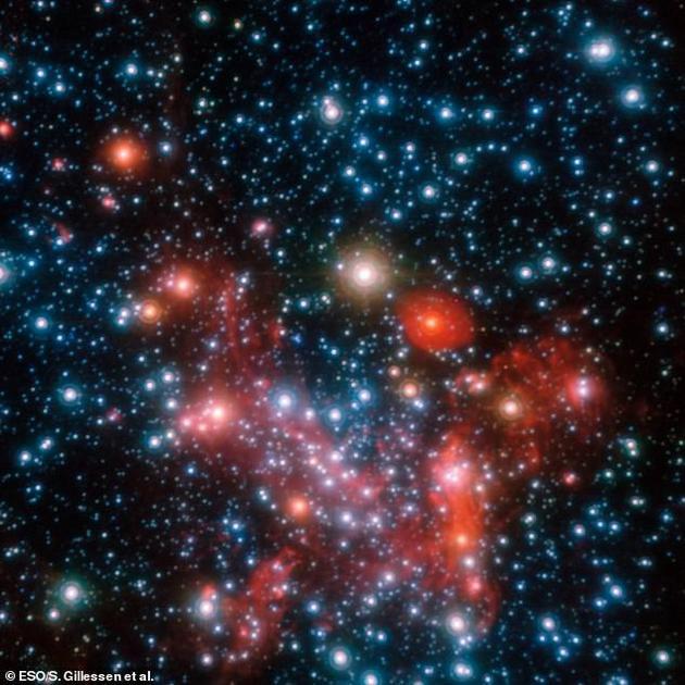 """科学家表示,最新视频图像标志着首次发现接近""""不返回点""""的物质,以及迄今为止围绕这个接近黑洞的物质进行最详细观测。"""