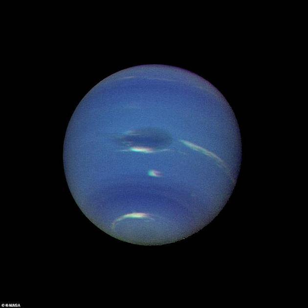 海王星。太阳系最迢遥的走星。1989年,旅走者2号飞船抵达这边,这也是迄今唯逐一次对海王星打开的考察走动