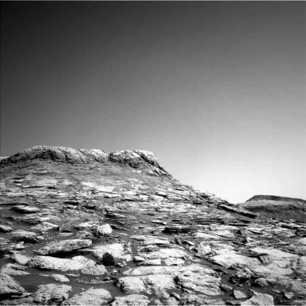 NASA好奇號拍下火星黑白圖像色彩不盡如人意但令人驚嘆