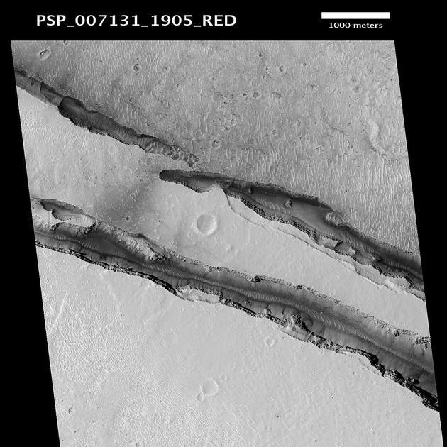 火星侦察轨道卫星于2008年拍摄的科柏洛斯槽沟