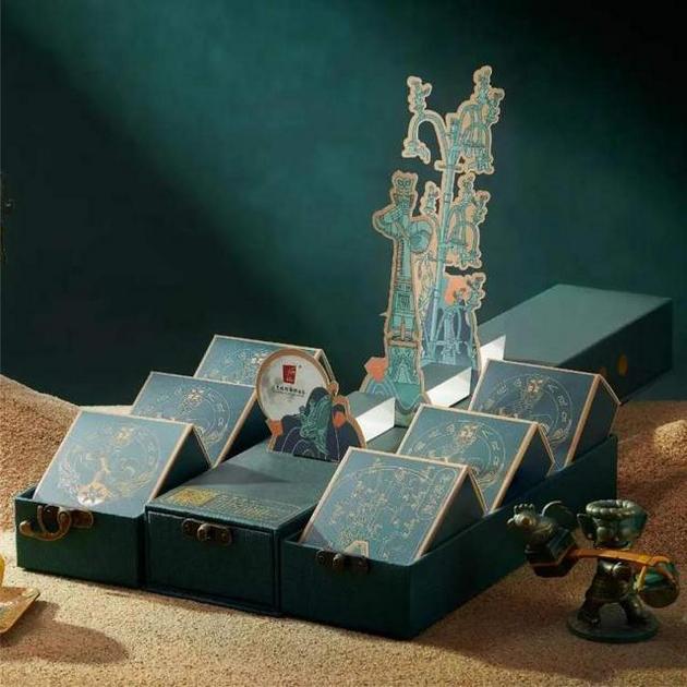 """三星堆博物馆的""""祈愿神树""""月饼礼盒"""