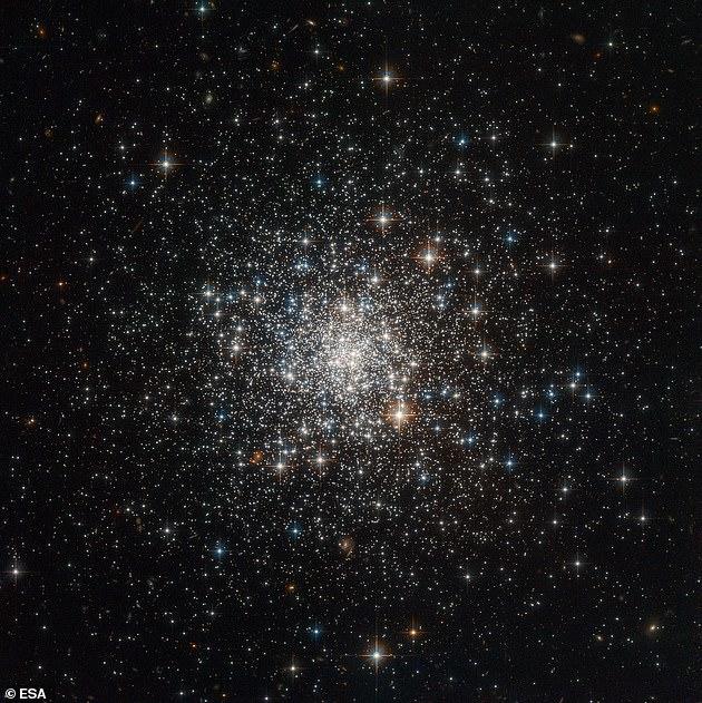 科学家通过数学模型对银河系的质量和范围进行了推算,据信其直径大约为25.6万光年