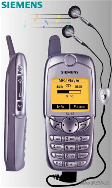 这款手机在国内叫6688,在其他手机只能打电话的时候,它居然可以接耳机听歌