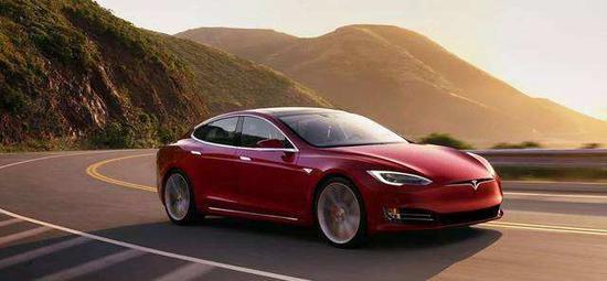 马斯克:特斯拉同其他车企的相似度可能只有10%