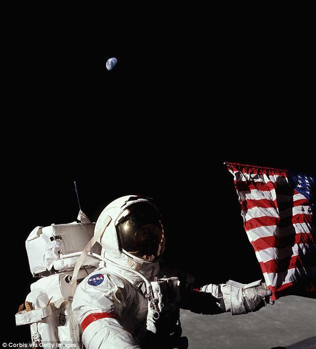 就目前而言,NASA称希望在2030年前将宇航员送上月球,并在2023年前让人类进入月球轨道。图为宇航员吉恩·塞尔南( Gene Cernan)在阿波罗17号任务中的照片。