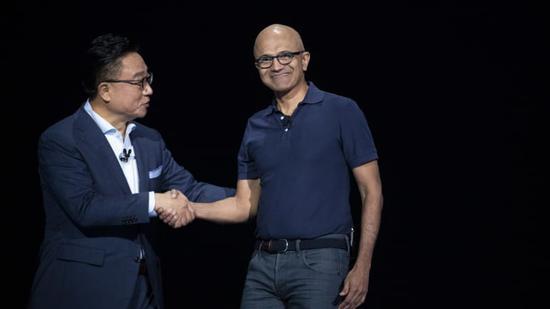 手机也可以是对讲机!三星与微软合作龙八智能手机对讲机功能 屏幕尺寸为6.3英寸