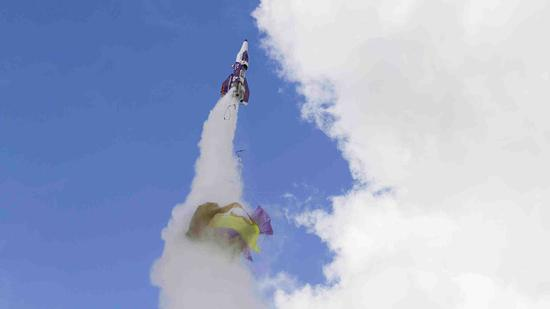 """美""""疯狂""""发明家乘自制火箭坠亡为"""