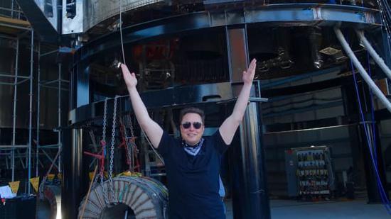 马斯克身价再涨:SpaceX 融资 8.5 亿美元,估值升至 740 亿美元