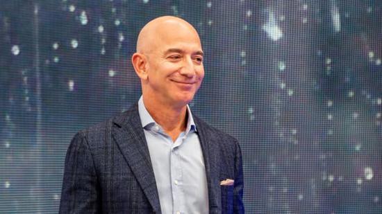 瑞银:亚马逊超越沃尔玛 成美国最大服装零售商亚马逊-服装