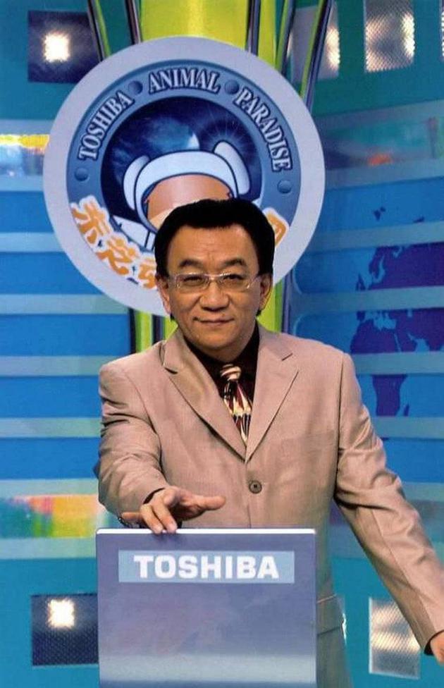 1994年,由東芝公司獨家贊助的《東芝動物樂園》在北京電視臺一套開始播放,侯耀華擔任主持。