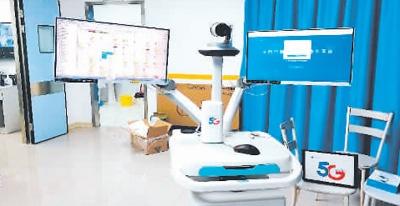 近日,四川华西医院专家通过5G会诊系统与四川资阳市第一人民医院召开新型冠状病毒感染的肺炎会诊工作会议,借助此系统,可实现全方位无障碍远程移动会诊。图为5G会诊系统终端。