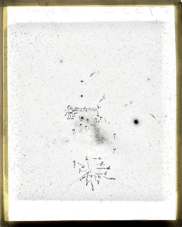 这片小麦哲伦云的感光玻璃片上留有勒维特的笔记