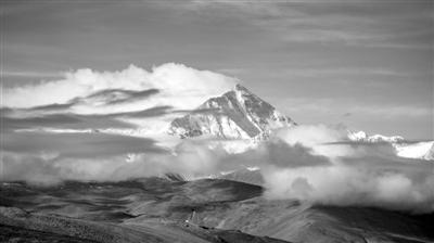 从加乌拉山口拍摄的珠峰 新华社记者 普布扎西摄