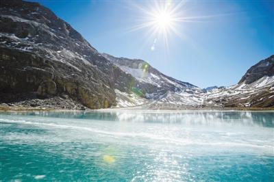 青藏高原湖泊一年蒸发掉3570个西湖