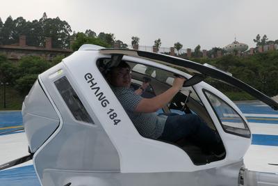 试乘亿航载人无人机:差点就上天了 体重惹的祸(视频)