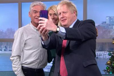 The British leader's encounter with Huawei's p20pro selfie leads to heated discussion official: not the prime minister's own mobile phone