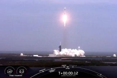 "SpaceX成功完成""龙""飞船无人版安全性测试"