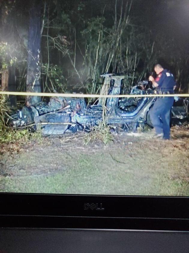 特斯拉无人驾驶状态下 车辆撞树导致两人死亡