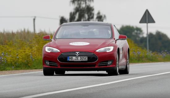 特斯拉Model S降至7万美元以下 马斯克:预言将会实现!
