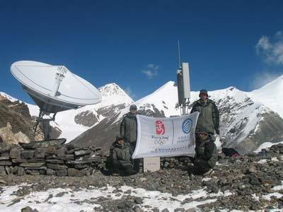 海拔6500米臨時基站,協助北京奧運會的聖火採集傳遞