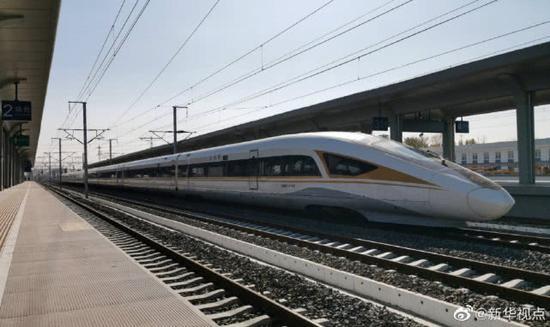 京张高铁智能动车组亮相:最高测试速度350km/h