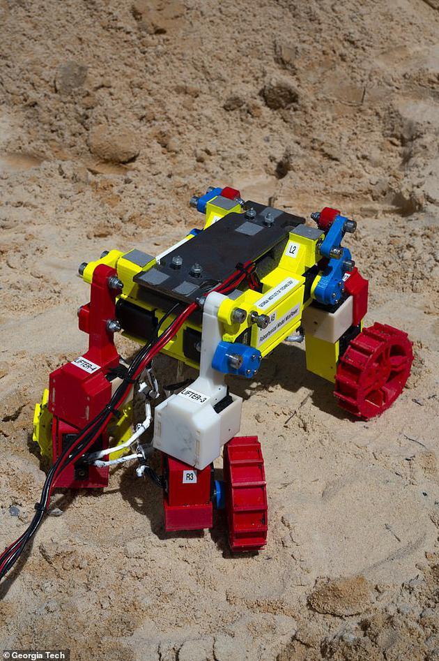 """1、美国乔治亚理工学院研究人员最新设计一款能""""迅速自救""""的火星车,它擅长""""摆动身体"""",除去覆盖表面的沙子和碎石。"""