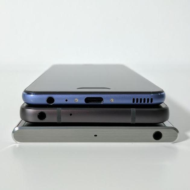 去年MWC展會上的華為P10、LG G6和索尼Xperia XZ Premium(由上至下)