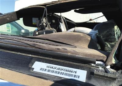 一辆正在售卖中的大切诺基车架号。经查询,该车为天津港爆炸受损车辆。