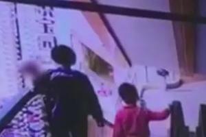 又一婴儿在乘扶梯时坠亡!?#31995;?#26799;不要抱孩子!