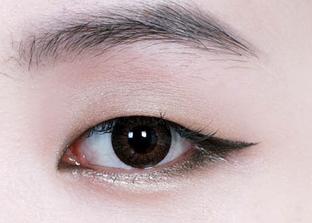 多层眼皮眼线_双眼皮单眼皮 眼影化法大不同|单眼皮|双眼皮|眼影_新浪时尚 ...