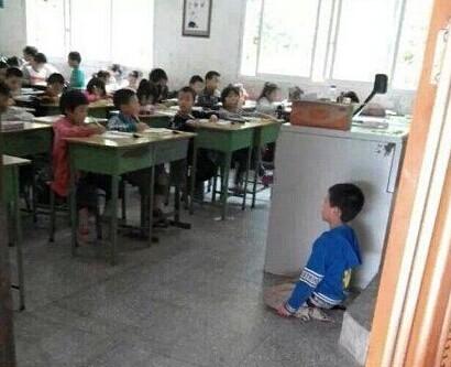 学生嫩逼�_资阳一小学生被逼向全班下跪 涉事教师已被调查