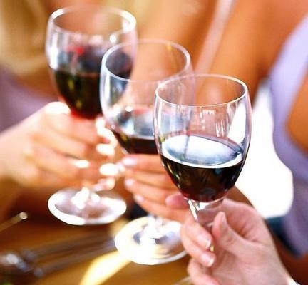 女性喝红酒_女性来大姨妈可以喝红酒吗|葡萄酒|红酒|女性_新浪时尚_新浪网