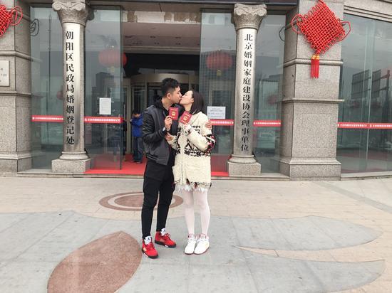 李艾与张徐宁一对新人甜蜜非常