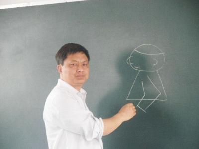 崔来安教学生画漫画