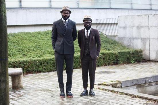 服装色系搭配技巧_矮个子男生穿衣搭配 教你怎么穿成高个子|男士|穿搭|搭配技巧 ...