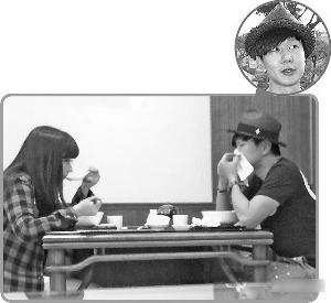 林俊杰(右)上周一被拍到与一女生在台北某餐厅密会。