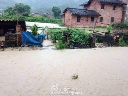 龍巖強降雨引發洪災 多個村莊房屋被淹村民受困