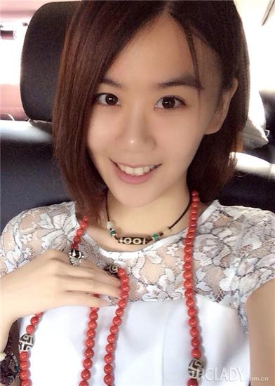 斜分的长刘海修饰脸型