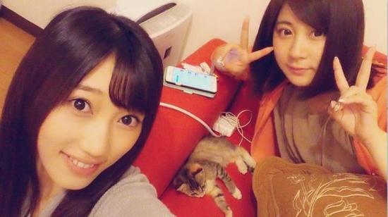 长得像光咲玲奈_副岛美咲(左)为小野惠玲奈下海传闻抱不平