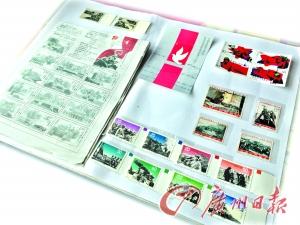 60多岁的林叔收齐1965年至今的抗战胜利邮票