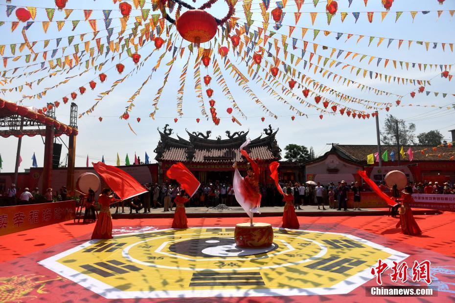 明仁天皇退位 日本民眾冒雨慶祝令和來臨