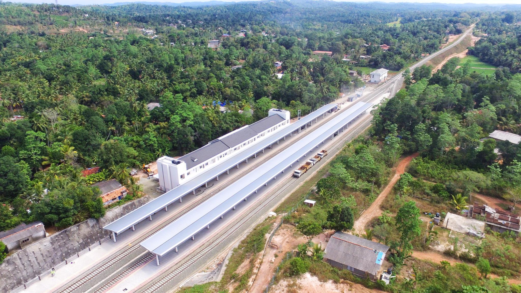 斯里兰卡百年来第一条现代化铁路通车 中企承建
