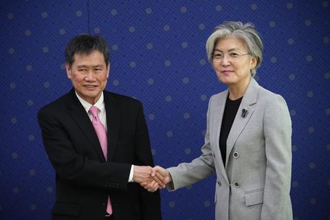 原料图:2018年9月,韩国外长康京和(右)日前在韩国始都始尔会见东盟秘书长林玉辉(左)。(图源:越通社)