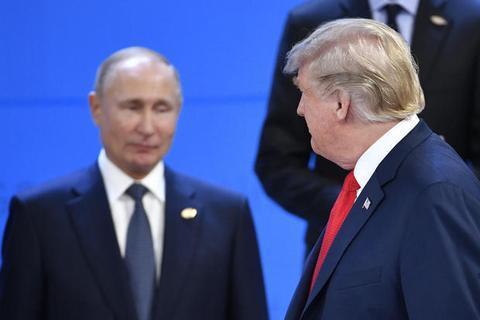 30日,出席G20峰会前相符影运动的普京与特朗普。(图源:法新社)