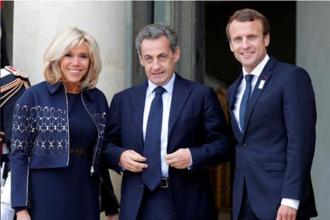 9月15日,马克龙(右)和夫人在喜欢丽弃宫迎接萨科齐,共庆巴黎成为2024年夏日奥运会主理城市。(路透社)